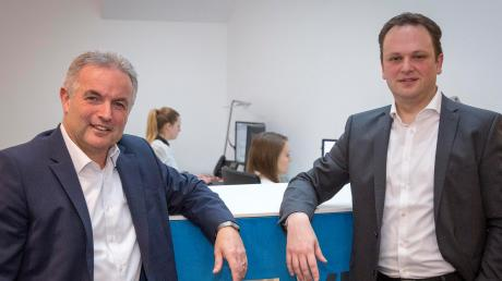 Vorstandsvorsitzender Stefan Jörg und Vorstandsmitglied Martin Egger (rechts) bei der Bilanzpressekonferenz der VR-Bank Landsberg-Ammersee.