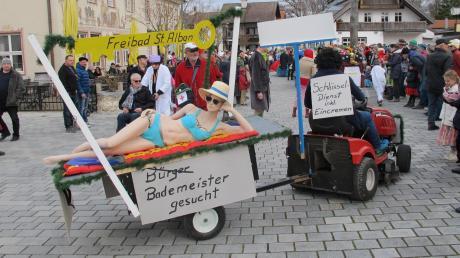 Beim Handwagerl-Umzug im vergangenen Jahr war die Kommunalwahl schon ein Thema. Allerdings wurde damals ein Bademeister für das Freibad in St. Alban gesucht und nicht ein Bürgermeister für die Marktgemeinde.