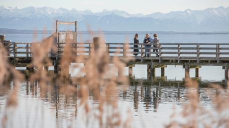 Mit der Lage an Seen (unser Bild zeigt den Ammersee) und Bergen kann der Landkreis Landsberg punkten. Der Landkreis denkt nun auch, sich eine Regionenmarke zu schaffen, um sein Image zu pflegen.
