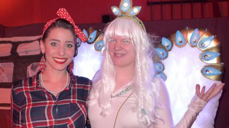 Beim Rosenmontagsball in der Mehrzweckhalle in Dießen trafen sich unter anderem Rockabilly und leuchtender Engel.