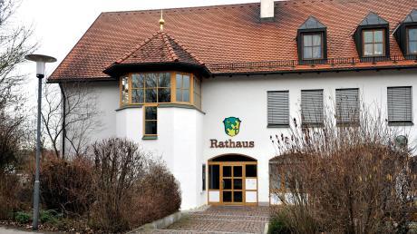 Amtsinhaber Manfred Menhard möchte in Scheuring Bürgermeister bleiben. Er hat das Amt seit 2002 inne. Bei der Wahl am 15. März muss er sich gegen seinen Herausforderer Konrad Maisterl behaupten.