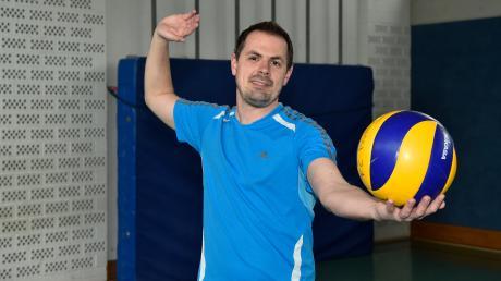 Dr. Peter Friedl ist Landratskandidat Grünen spieltVolleyball in einer Mannschaft in Issing.