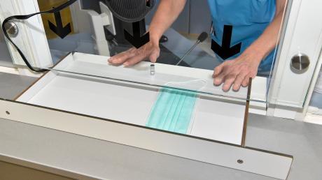 Am Landsberger Klinikum erhalten Patienten mit Grippesymptomen Gesichtsmasken, bevor sie die Notaufnahme betreten dürfen.