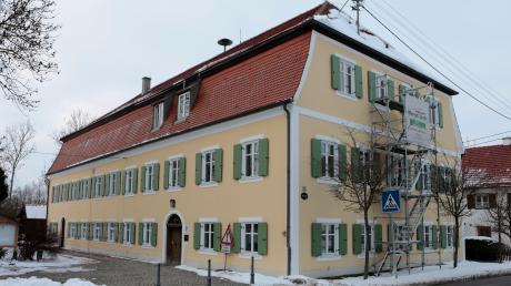 Für die Sanierung des ehemaligen Pfarrhofs in Igling sind 260.000 Euro eingeplant.