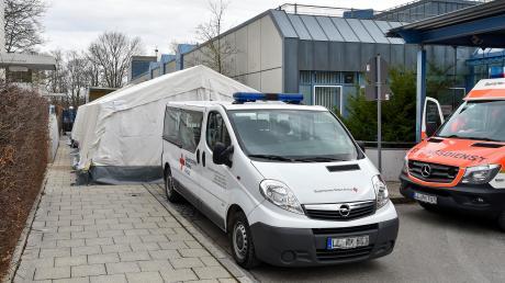 Am Klinikum Landsberg stehen nun die Zelte an der Notaufnahme.