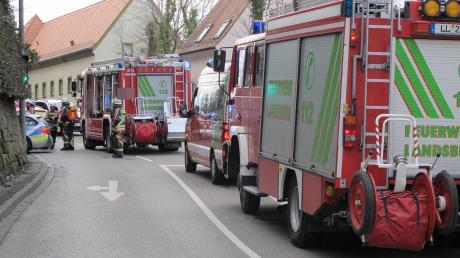 Weil es aus dem Motorraum eines in der Garage geparkten Autos rauchte, rückte kurz nach 9.15 Uhr die Feuerwehr an der Schlossberggarage an.