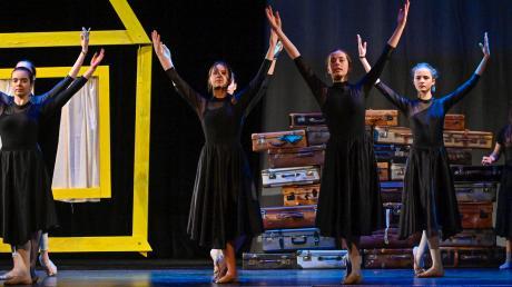Der DoReMi Kinderchor, die Ballettschule Hamm und ein kleines Orchester setzen das Tagebuch von Anne Frank mit Spiel, Gesang, Musik und Tanz in Szene.