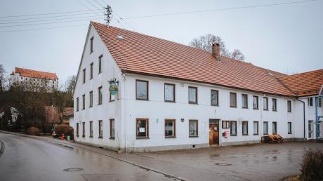 Der ehemalige Gasthof Goggl in Unterdießen steht schon seit einiger Längerem leer. Das will die Gemeinde Unterdießen nun im Rahmen der Innerortsentwicklung ändern.