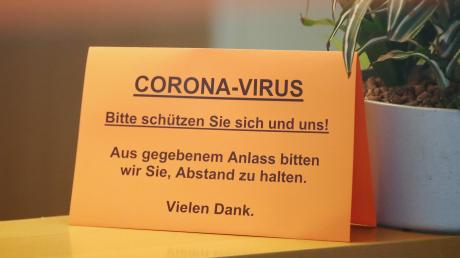 Der Coronavirus beeinträchtigt das  Leben im Landkreis Augsburg immer mehr.