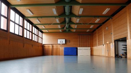 Die Paartalhalle in Walleshausen ist ein kommunalpolitischer Dauerbrenner in der Gemeinde Geltendorf. Renovieren oder abreißen und neu bauen – die Meinungen, was mit dem Gebäude geschehen soll, gehen auseinander.