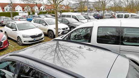 Immer gut nachgefragt ist der Parkplatz beim Landsberger Klinikum. Ab Januar sollen dort nun Dauerparker ferngehalten werden, damit Patienten und Besucher leichter einen Platz finden.