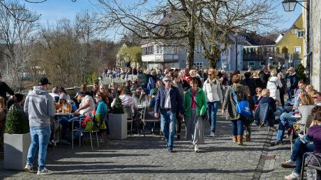 Am Morgen war es noch ruhig in Landsberg. Am Nachmittag hielt es die Landsberger dann nicht mehr in ihren Häusern und am Peter-Dörfler-Weg war es so voll wie immer. Auch die Wahllokale füllten sich.