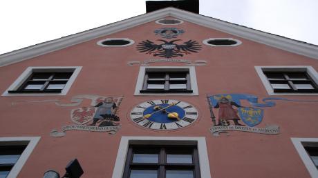 Im Dießener Rathaus wird es ab 1. Mai einen neuen Chef oder eine neue Chefin geben: Im Rennen sind noch Florian Zarbo (Freie Wähler) und Sandra Perzul (Dießener Bürger).
