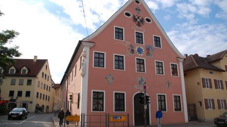Zehn neue Gemeinderatsmitglieder werden in der kommenden Wahlperiode erstmals im Sitzungssaal im Dießener Rathaus Platz nehmen.
