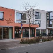 Ein Bewohner des Wohn- und Pflegeheim Pichlmayr in der Spöttinger Straße in Landsberg hat sich mit dem Coronavirus infiziert und ist daran gestorben.