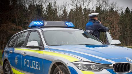 Eine 27-Jährige missachtet in Derching die Vorfahrt. Nach Angaben der Polizei verursachte sie einen Schaden in Höhe von 4800 Euro.