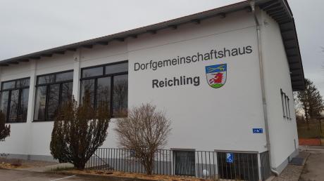 In der zum Dorfgemeinschaftshaus umgebauten Mehrzweckhalle in Reichling stehen noch Nachbesserungsarbeiten in Sachen Akustik an.