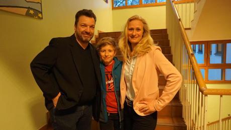 Sandra Perzul (Dießener Bürger) wird neue Bürgermeisterin in Dießen. Sie setzte sich in der Stichwahl gegen Florian Zarbo (Freie Wähler) durch. Hier im Bild mit Ehemann Martin und Sohn Lukas.