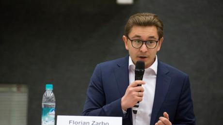 Sandra Perzul wird neue Bürgermeisterin in Dießen. Der in der Stichwahl unterlegene Florian Zarbo wird sein Marktgemeinderatsmandat annehmen.