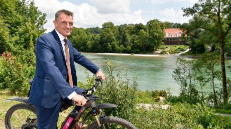 Für Mathias Neuner (CSU) endet am 30. April die Zeit als Oberbürgermeister. Zwei wichtige und zeitweise umstrittene Themen seiner Amtszeit waren die Bebauung am Papierbach und die neue Brücke über den Lech.