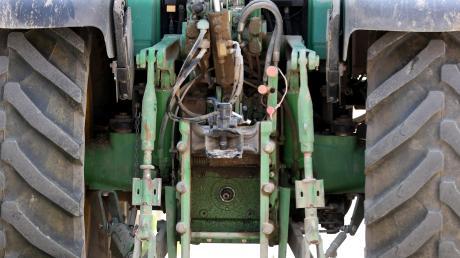 Ein Traktor ist von einem Bauernhof in Gundelfingen entwendet worden.