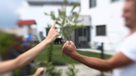 Ein Streit zwischen zwei Nachbarinnen in Dillingen wäre fast eskaliert.