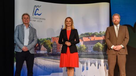 Landsbergs neue Oberbürgermeisterin Doris Baumgartl (UBV) mit ihren beiden Stellvertretern. Links: Zweiter Bürgermeister Moritz Hartmann (Grüne), rechts: Dritter Bürgermeister Felix Bredschneijder (SPD).