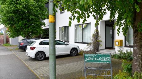 Die Bushaltestelle vor der Alten Post in der Fritz-Börner-Straße in Penzing wurde entfernt. Bürger haben Unterschriften gesammelt, weil sie wollen, dass die Haltestelle wieder in Betrieb genommen wird.