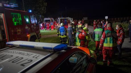 Fast alle Wasserwachten der Ammerseegemeinden, Rotes Kreuz und die Feuerwehr Riederau waren im Einsatz, als ein junger Mann vergangenes Jahr in Riederau sein Motorboot versenkte.