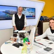 """Franz Fischer und Simone Preradovic vom """"sonnenklar.TV Reisebüro by fischerreisen"""" in Landsberg."""
