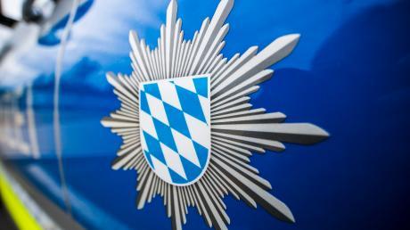 Der Polizei fiel in Welden ein seltsamer Konvoi auf.