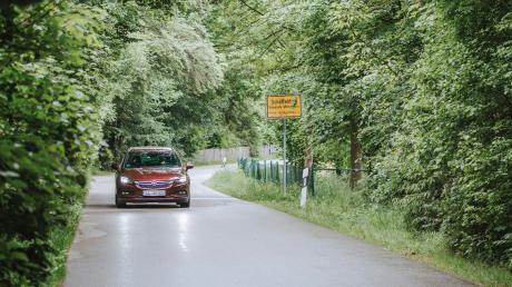 In der Gemeinde Windach steht unter anderem die Ramsacher Straße in Schöffelding im Fokus. Dort wird zu oft zu schnell gefahren, wird im Gemeinderat bemängelt. Jetzt sollen Maßnahmen getroffen werden.