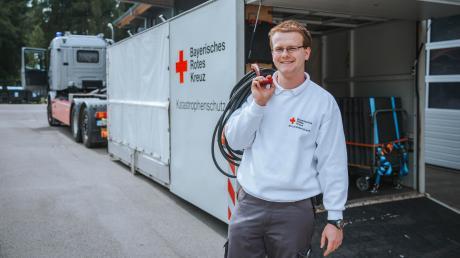 """Tobias Hanglberger ist unser """"Stiller Held"""" des Monats Mai. Der 22-Jährige aus Erpfting ist nicht nur beim Roten Kreuz, sondern auch bei der Feuerwehr ehrenamtlich aktiv."""
