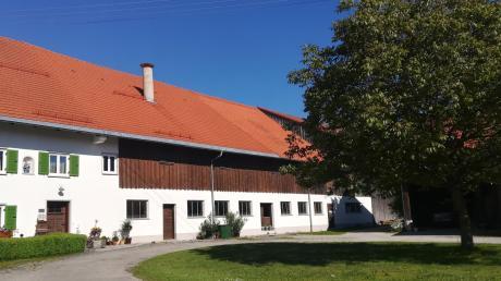 Auf diesem ehemaligen landwirtschaftlichen Betrieb in Dettenhofen sollen Wohnungen errichtet werden.