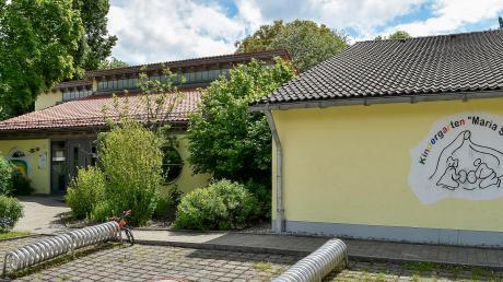 Der Kindergarten in Denklingen soll an anderer Stelle im Ort durch einen Neubau ersetzt werden. Allerdings hat die Regierung von Oberbayern der Gemeinde fest eingeplante Fördergelder nicht bewilligt.