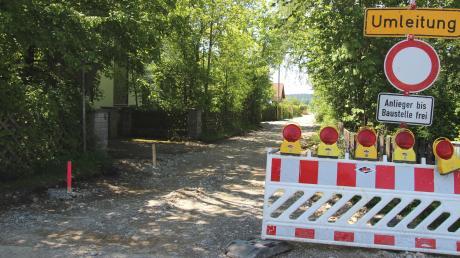 Bereits begonnen haben die Arbeiten im Alten Postweg in Asch. Die Anwohner in Fuchstal müssen bei der Erschließung der Straßen mitzahlen.