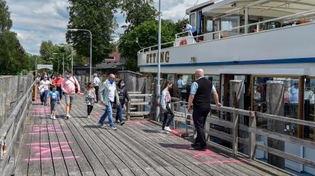 Die Ausflugsdampfer auf dem Ammersee fahren wieder – allerdings nur zu einstündigen Rundfahrten von Herrsching und Stegen aus.