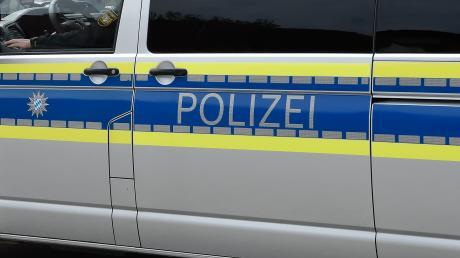 Wegen lauter Musik wird die Polizei nach Obergriesbach gerufen. Zehn Freunde feiern dort eine Party und halten zudem keinen Mindestabstand ein.