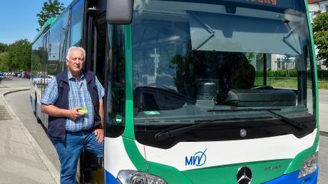 LT-Mitarbeiter Alwin Reiter pendelt seit 45 Jahren von Geltendorf nach München und hat die neue Busverbindung zur S-Bahn-Station Mammendorf getestet.