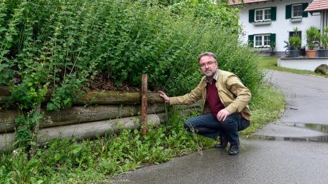 Die Böschung im Kreuzungsbereich von Schmiedberg und Poststraße in Stadl soll mit einer Steinmauer neu befestigt werden, informiert Vilgertshofens Bürgermeister Albert Thurner. Am Schmiedberg stehen zudem umfangreiche Tiefbauarbeiten an.