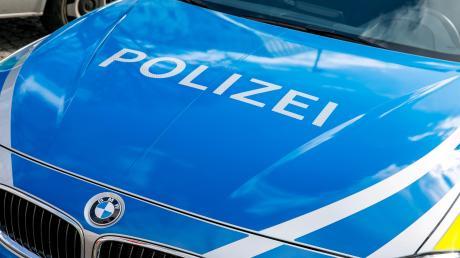 Die Polizei sucht nach einem Unfall mit einem Radfahrer einen unbekannten Radfahrer.
