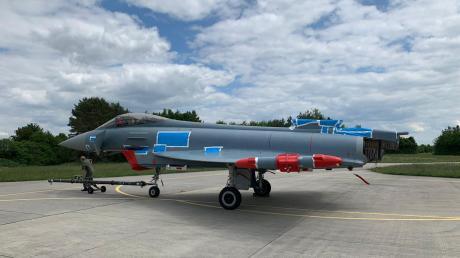 Dieser Eurofighter wird diese Woche auf einem Schwerlasttransporter von Lagerlechfeld nach Kaufbeuren transportiert.