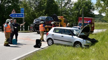 Bei Windach hat sich am Donnerstagmittag ein schwerer Verkehrsunfall ereignet.