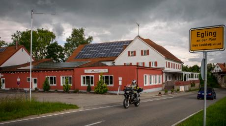 Das Gasthaus Widmann in Egling schließt für immer seine Pforten. Nun soll das Gebäude an der Hauptstraße umgebaut werden. Allerdings gibt es noch Hürden zu nehmen.