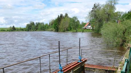 AmEngelsrieder See bei Rott herrscht derzeit aufgrund von Keimbelastung Badeverbot.