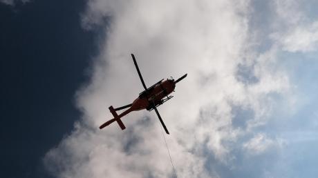 Der 65-Jährige wurde mit dem Rettungshubschrauber ins Krankenhaus gebracht, wo er wenig später verstarb.