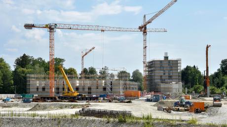 """Auf dem Gelände der früheren Pflugfabrik entstehen derzeit die ersten Gebäude des neuen Stadtviertels """"Urbanes Leben am Papierbach"""". Dort soll auch ein Kulturbau errichtet werden, über den derzeit intensiv diskutiert wird."""