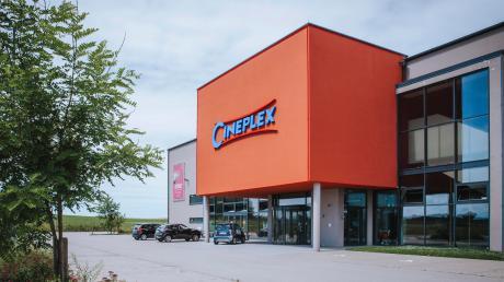 Der Parkplatz vor dem Cineplex-Kino in Penzing wird noch länger leer bleiben. Der Betrieb startet frühestens Mitte August. Andere Kinobetreiber im Landkreis zeigen zwar schon wieder Filme, sind aber mit den Besucherzahlen längst nicht zufrieden.