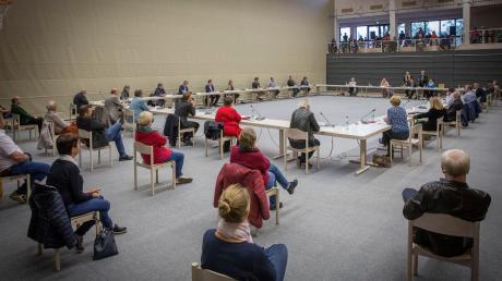 Eine mögliche Erklärung zum Stil und Umgang untereinander der fünf Gemeinderatsfraktionen sorgt derzeit in Dießen für politischen Gesprächsstoff. Unser Bild zeigt die konstituierende Sitzung in der Mehrzweckhalle.