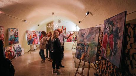 Bei derLangen Kunstnacht in Landsberg stellen Künstler in Geschäften und Privathäusern aus.
